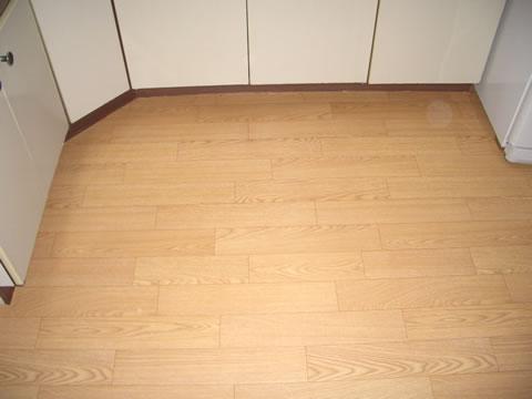 キッチンの壁紙・床リフォーム 3枚目