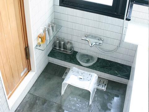こだわりの空間スタイリッシュな浴室 3枚目