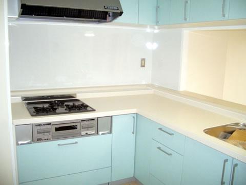 色を楽しむ キッチンリフォーム