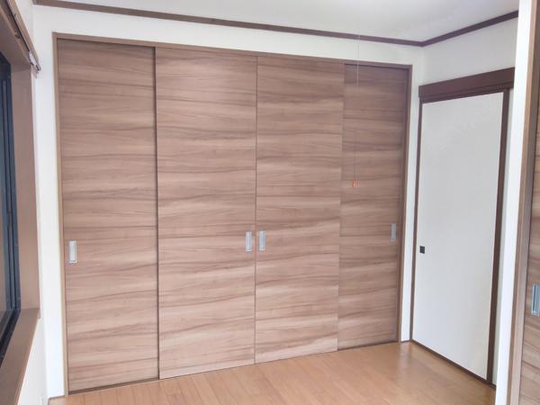 床の間のある和室を収納力たっぷりのおしゃれな洋室にリニューアル 2枚目