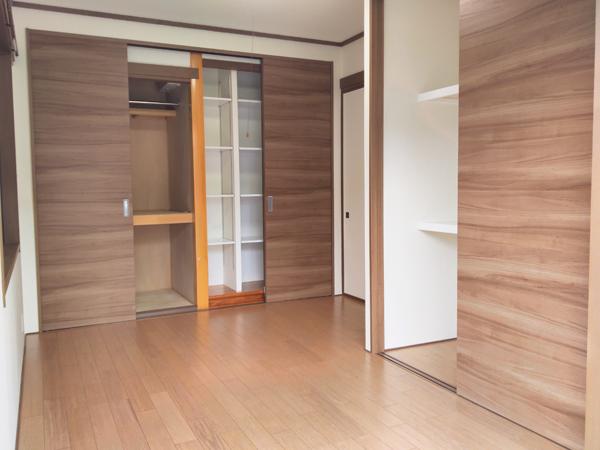 床の間のある和室を収納力たっぷりのおしゃれな洋室にリニューアル 1枚目