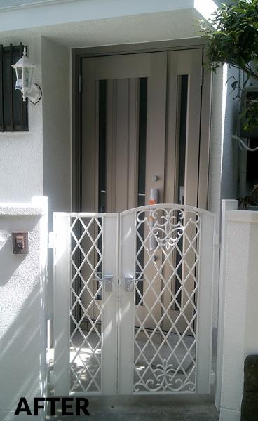 玄関と門扉を明るくモダンな雰囲気にリニューアル